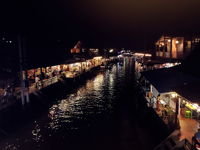 Amphawa Floating Market in the Evening | Zanne Xanne's Travel Guide